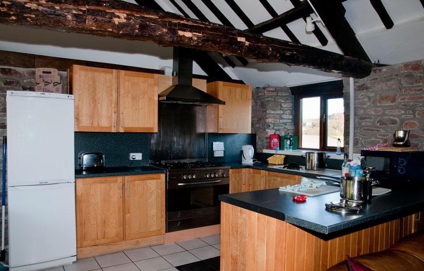 Ynysmarchog Bunkhouse - Kitchen Area