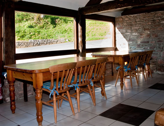 Ynysmarchog Bunkhouse - Dining Area