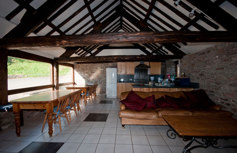 Ynysmarchog Bunkhouse - Open Plan Kitchen - Lounge